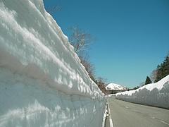 09-04-09磐梯吾妻スカイライン 雪の回廊
